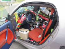 Gevalletje overbepakking! Duitse politie zet propvolle  Smart aan de kant