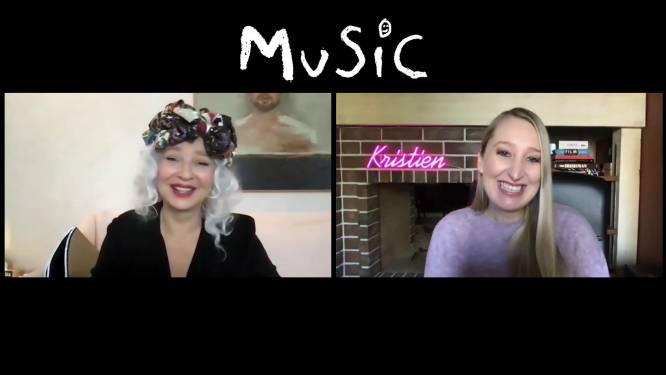 """INTERVIEW. Sia reageert op heisa rond nieuwe film: """"Ik heb daar echt een gebroken hart aan overgehouden, al had ik het wel een beetje verdiend"""""""