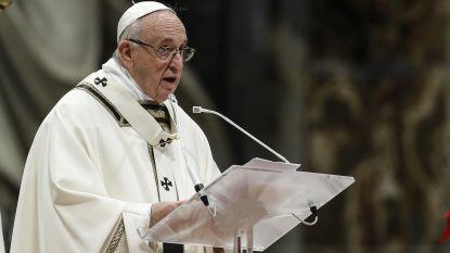 """Paus noemt kindermisbruik """"een van de laagste misdaden"""""""