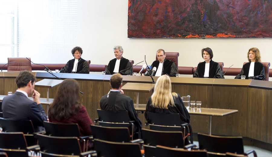 Floris Bakels (M), vice-president van de Hoge Raad doet uitspraak.