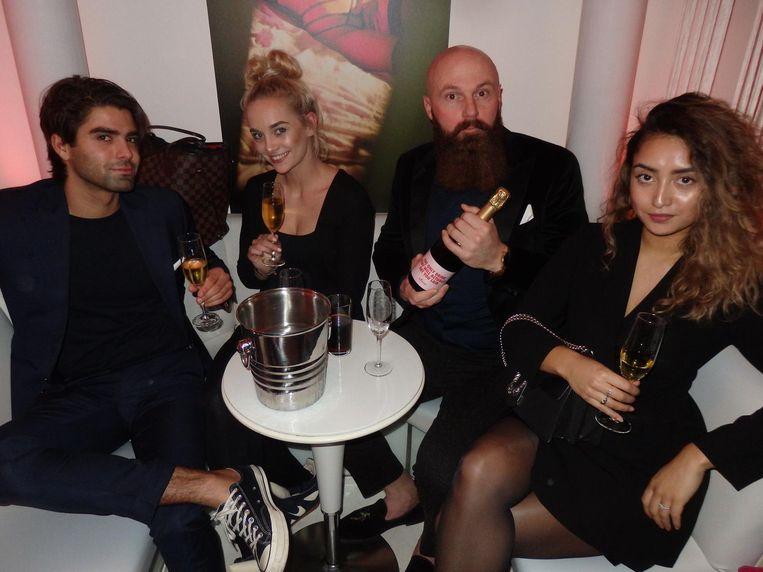 Deejay Michael Armand, Sharron Hoffmans (Ink House Amsterdam), acteur Joffrey Breeuwer en Milou Kakisina, vriendin van de barman Beeld Schuim