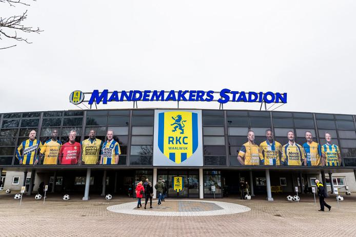 Het Mandemakers Stadion.
