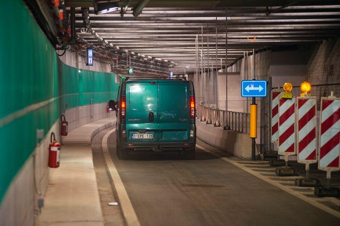 Momenteel zijn de tunnels enkel voor doorgaand verkeer omdat de ondergrondse parkings nog niet klaar zijn.