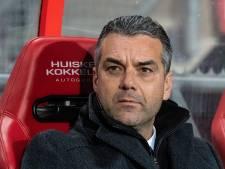 FC Twente-trainer Marino Pusic houdt kaarten voor zich voor Cambuur-uit