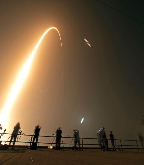 Volgepakte SpaceX-raket brengt as van overleden astronaut de ruimte in