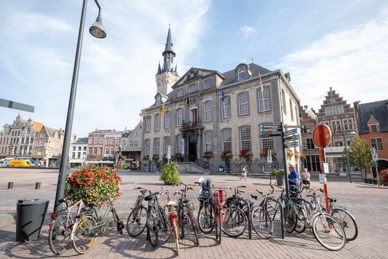 Na zes jaar procederen verloor de stad Lier een rechtszaak omtrent de heraanleg van de Grote Markt. De rechter oordeelde dat de ontwerper en aannemer niet verantwoordelijk zijn voor enkele mankementen.