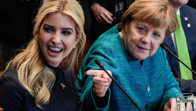 Ivanka Trump en Angela Merkel praten in vandaag in Berlijn over de positie van de vrouw. Beeld epa