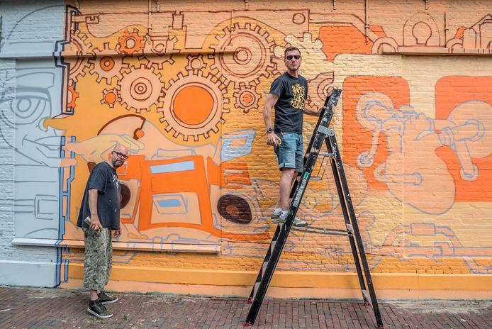 Eelco Metman en Vincent Schoonhoven aan het werk.
