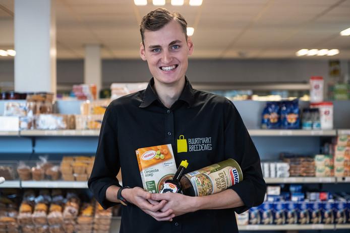 Philip Pheiffer werkt in de Buurtmarkt in Breedeweg.