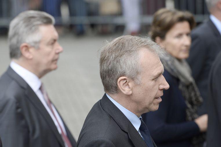 Voormalig premier Yves Leterme (vooraan) en Europees commissaris Karel De Gucht (links).