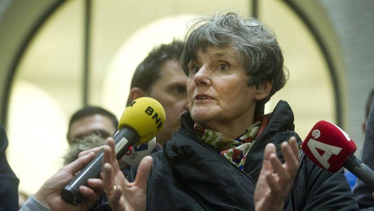 Louise Gunning in gesprek met de bezetters van het Maagdenhuis. Beeld anp