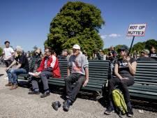 Politie grijpt in tegen betogers in buurt Den Haag CS