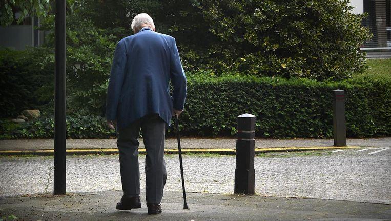 Bejaarde man in Rotterdam. Beeld Marcel van den Bergh