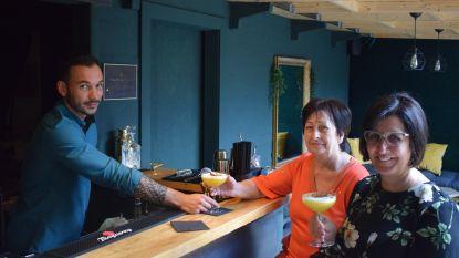 Kenzo begint 'Bar Georgie' in tuin van café Napoleon: een stukje Amsterdam in Zelzate