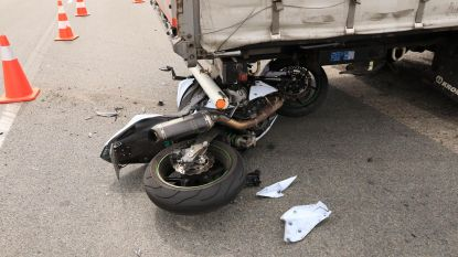Motorrijder zwaargewond bij ongeval