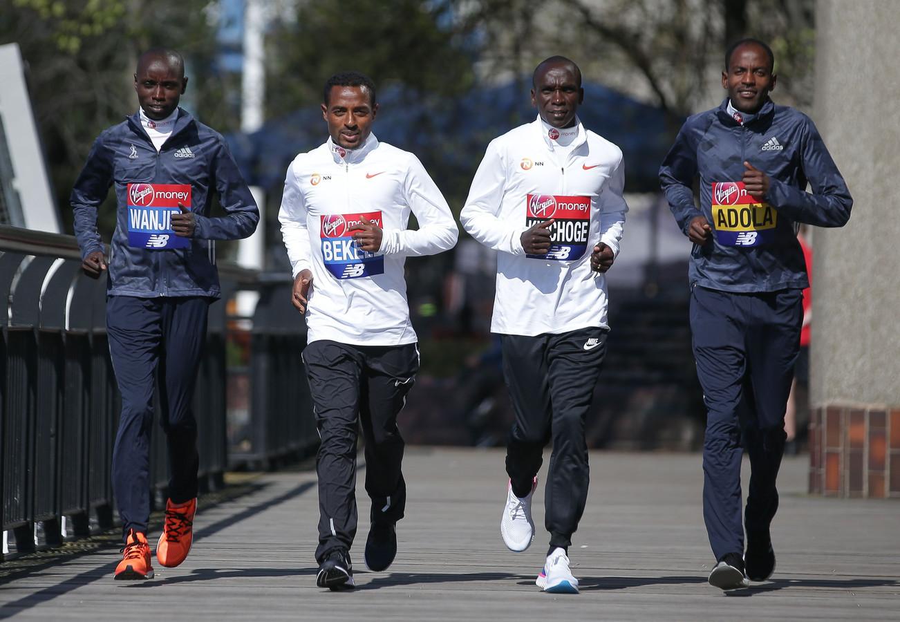 Vlnr: Daniel Wanjiru, Kenenisa Bekele, Eliud Kipchoge en Guye Adola.