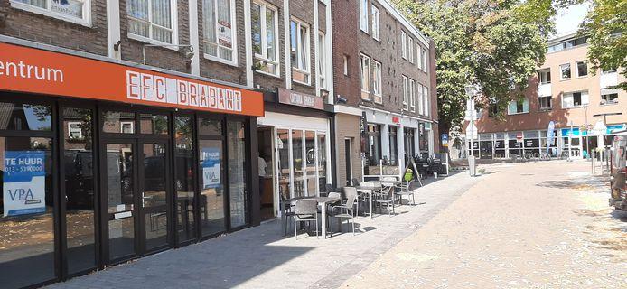 Ook het winkelpand Markt 13/13a in Schijndel staat nog te koop of te huur. Hier was voorheen EFC Brabant gevestigd.