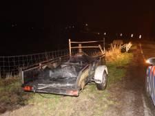 Gedumpte aanhanger met autobanden in brand gestoken in Zuilichem