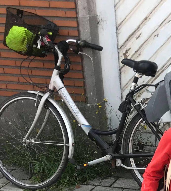 De fiets van Silke werd uit de garage gestolen.