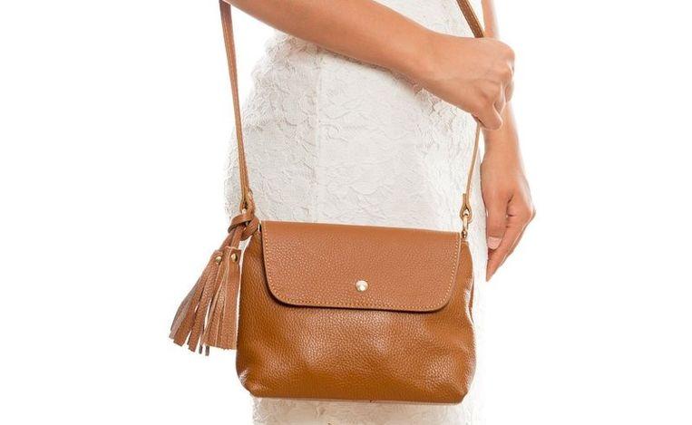 0387214d113 Elke vrouw heeft een goede cognackleurige handtas nodig. Dit zijn onze  favorieten.
