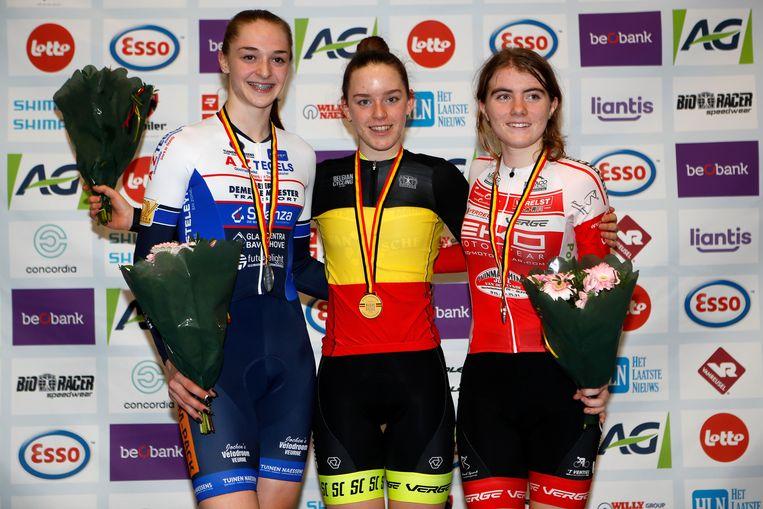 Het podium met Marith Vanhove (l.), Katrijn De Clercq en Jolien Van Coninckxloey (r.).