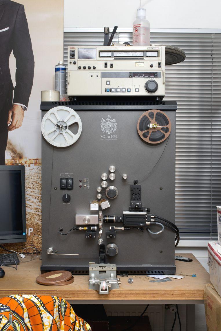 Apparatuur om de films mee te bewerken Beeld Eline van Strien