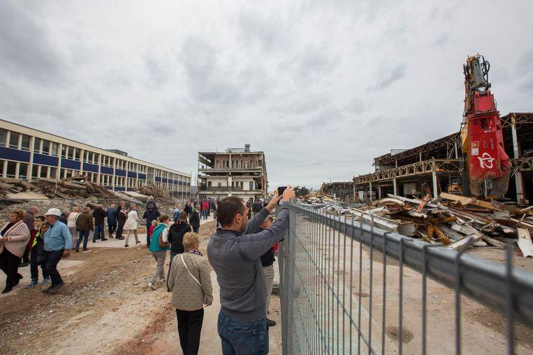 Duizenden bezoekers kwamen nog een laatste keer de Ford-site bezoeken.