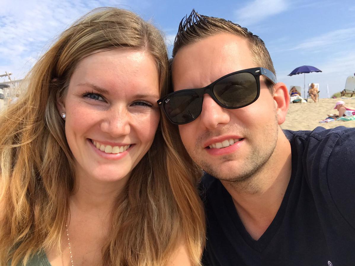 Charlotte de Wit (24) en haar vriend Dave. Charlotte werkt of studeert niet, omdat ze zorgt voor hun drie kinderen.