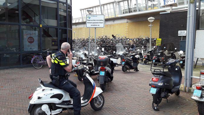 Fout geparkeerde scooters blijven een probleem bij station Zwijndrecht