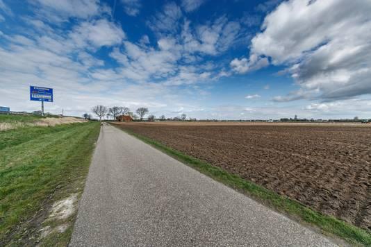 Hier in de polder, gebied Bulkenaar, ten zuid-westen van Roosendaal, komt de nieuwbouw van het Bravis Ziekenhuis.