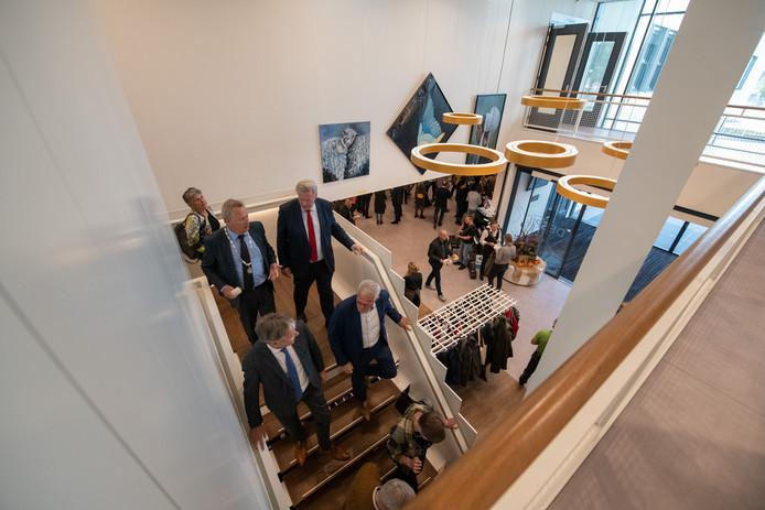 Afgelopen zaterdag 3 november werd Kulturhus de Spil in Nieuwleusen officieel geopend. Onder andere minister Slob was hierbij aanwezig.