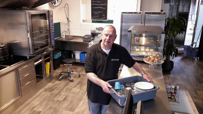 Herman, de chef van de afwas, in het koffiehuis De Branderij.