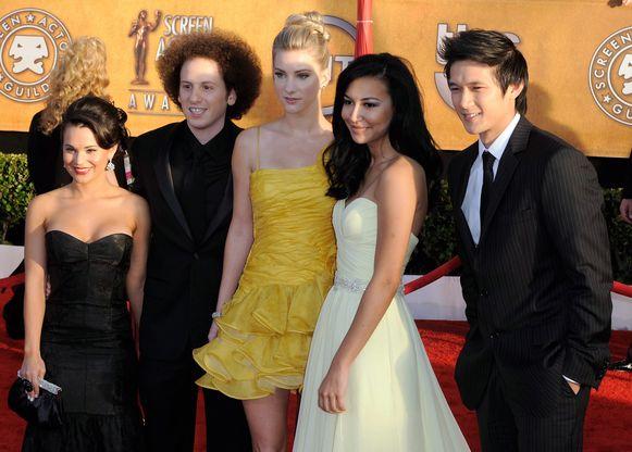 Heather Morris (gele jurk) met Naya Rivera.