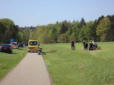 Motorrijder gewond uit weiland bij Zeddam gehaald