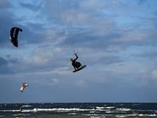 'Stop met kitesurfen vóór het donker wordt'