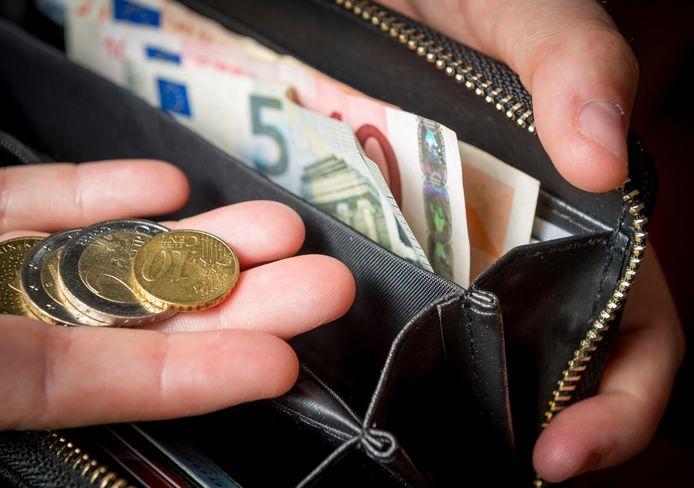 Ouders met een studerende 18-minner krijgen straks toch kinderbijslag. Dat scheelt hen 1.250 euro per jaar.