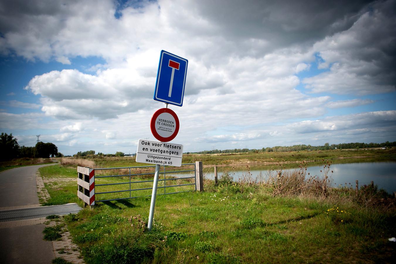 Honden aan de lijn en crossers zijn niet welkom in de uiterwaarden in Deest.