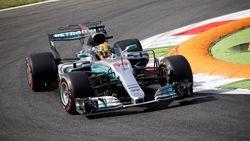 Verstappen en Ricciardo verliezen plaatsen op startgrid - Bottas snelste in tweede sessie, Vandoorne zevende