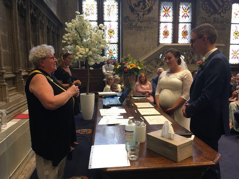 Mieke Van Hecke trouwt haar eigen CD&V-fractieleider Stijn De Roo