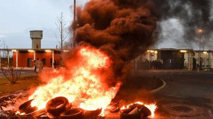 Cipiers blokkeren Franse gevangenissen nadat drie cipiers gewond raakten door Duitse islamist