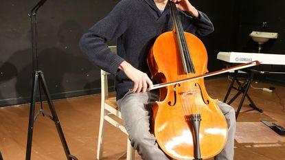 Cellist laat in ziel kijken tijdens aperitiefvoorstelling