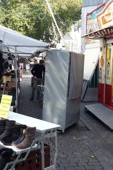 Marktkraam op amper een meter van attracties: hommeles tussen kermis en weekmarkt