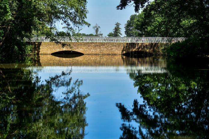 De Waalwijkse brug aan de Vijverlaan nabij het Hoefsven is een van de matige bruggen.