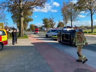 Wagen kantelt na aanrijding op Grote Steenweg N9 in Oordegem: bestuurder komt met de schrik vrij