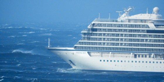 Cruiseschip met meer dan 1300 mensen aan boord in nood voor de Noorse kust