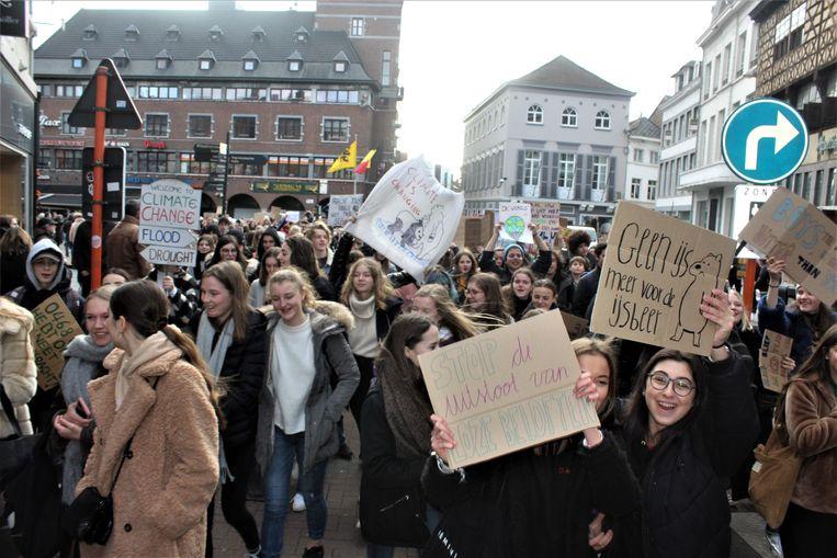Zowat 1.000 jongeren betoogden mee voor het klimaat in Hasselt