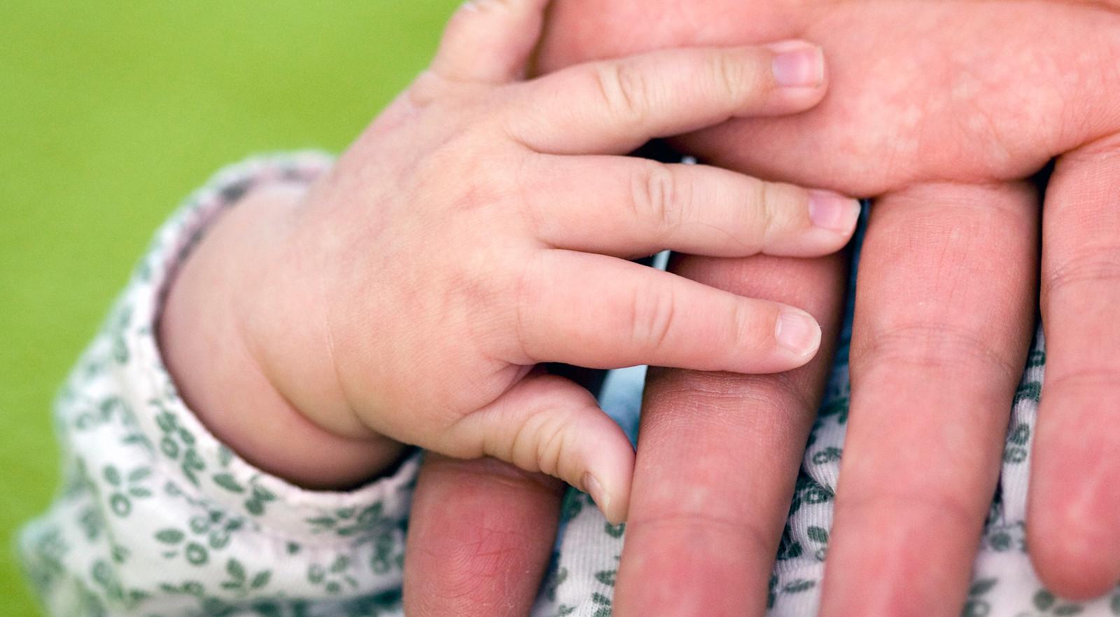 Kwetsbare ouders moeten al voor de bevalling worden begeleid.