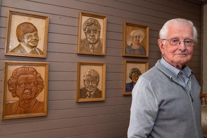 Martien Swartjes uit Mill snijdt portretten uit hout. Hij maakt ook houten spellen zoals vroeger.