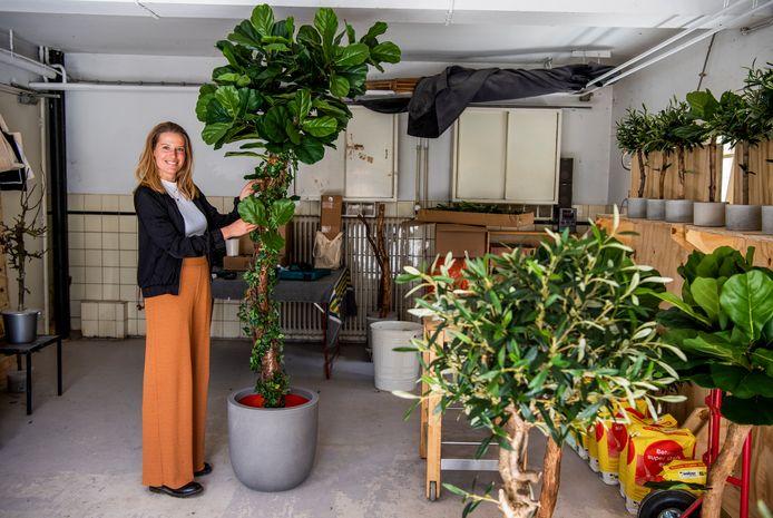 Sophie Deckers in haar Boommade-atelier: ,,Mooie stammen vinden, die zorgvuldig drogen en dan de mooiste exemplaren selecteren: dat is de sport.''