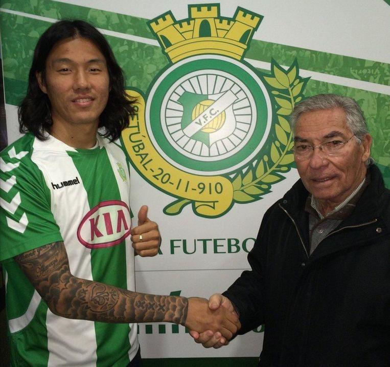 Een tattoo met het logo van de club siert inmiddels zijn rechterarm Beeld Twitter